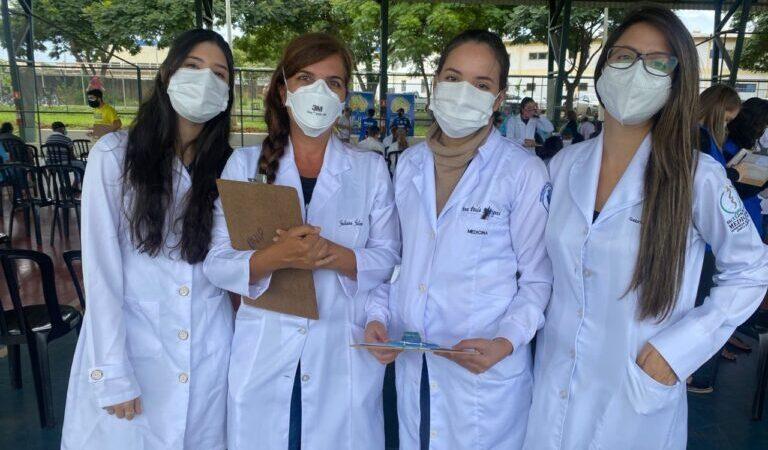 Voluntários ajudam no avanço da vacinação contra a covid-19